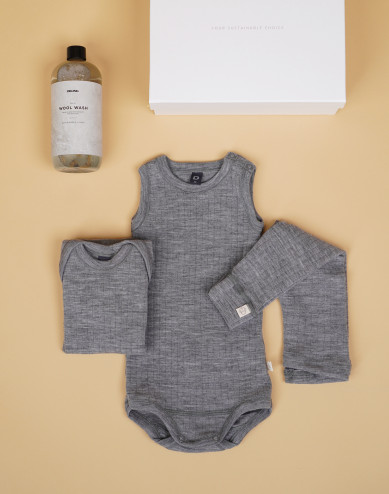 Baby boxes grey size 2-4 Months