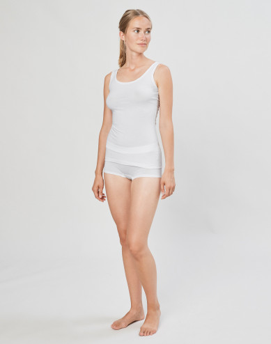 DILLING women's basic shorts- white